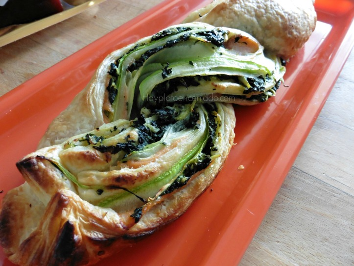 rollo-hojaldre-salmon-espinaca-calabacin