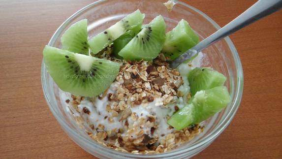 granola yogur kiwi