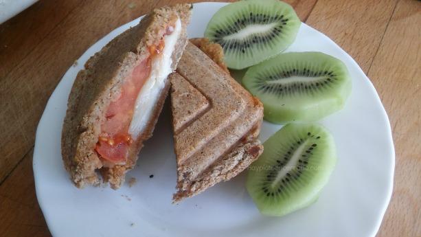 sandwich integral queso tomate y kiwi