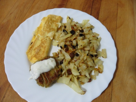 col salteada con piñones i panses + falafel + tortilla