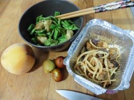 falafel judias verdes melocoton jinjol i restos del vegetariano (pasta con berenjena tomate y queso vegano)