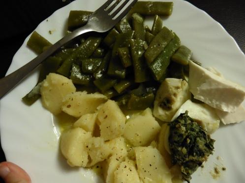 judias verdes i patata hervidas + queso fresco + huevo relleno de espinacas y bechamel